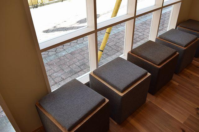 濃菜麺 荻窪店の椅子