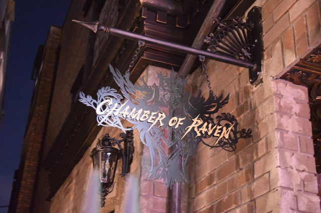 「CHAMBER OF RAVEN」の看板