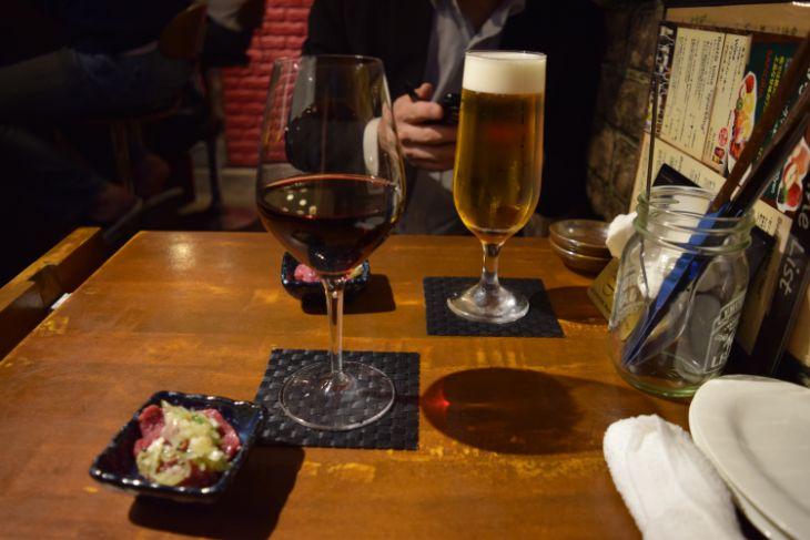 「馬肉バル かち馬」ワインとビール