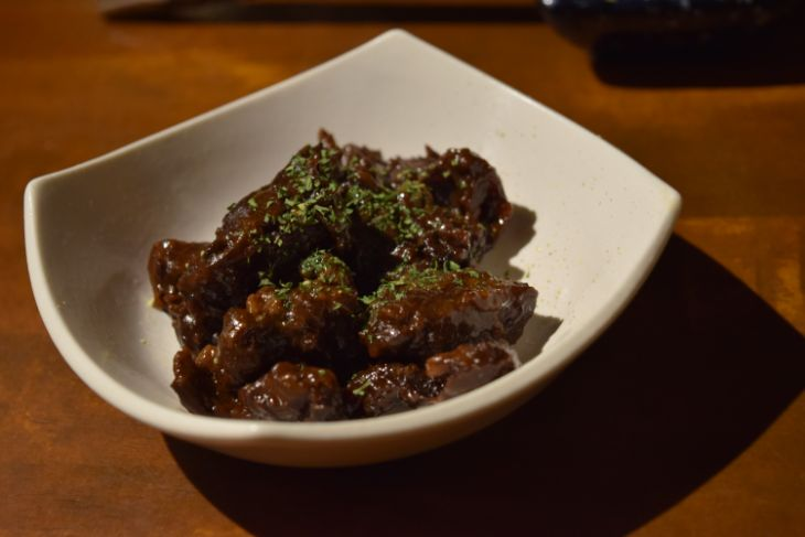 「馬肉バル かち馬」馬肉の赤ワイン煮込み
